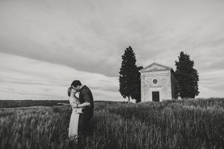 getting married in capella della madonna di vitaleta