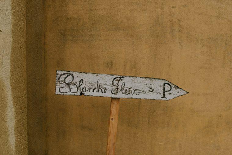 blanche fleur road sign