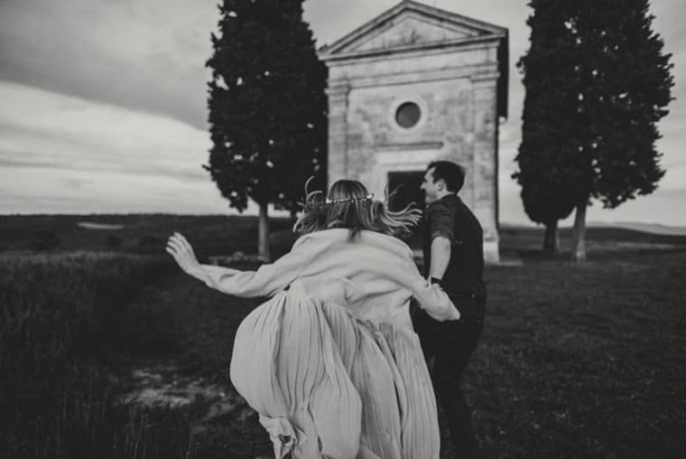 wedding in capella della madonna di vitaleta