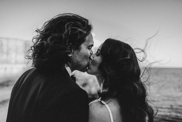 first wedding kiss jaisalmer india