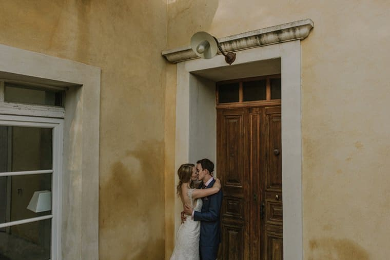 bride and groom kissing at blanche fleur